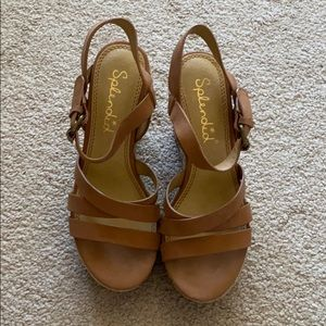 Splendid strappy wedges in cognac